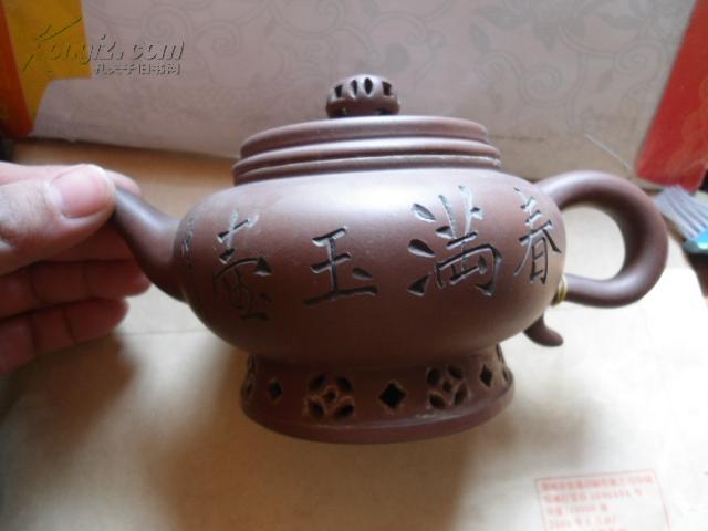紫砂壶 春满玉壶 底款 刘建平制  壶口内径6.7cm  底直径8.2cm  赠紫砂小碗4个  紫砂杯