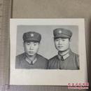 原版老照片`五角星军帽军人`2人合影`5.6*4.6
