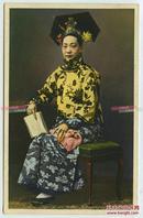 民国时期着传统民族服装头饰的北京满族旗人妇女老明信片,著名的北京哈同照相馆拍摄