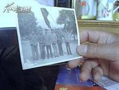 1968年红卫兵军装列队照片(手拿红宝书)