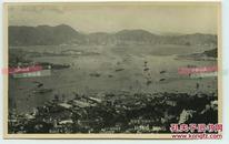 民国时期香港山顶眺望维多利亚港口建筑全景老照片,视野极其开阔,对面可见九龙地区。13.7X8.7厘米