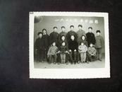 老照片:七十年代全家福(祖孙三代,其中一个军人)