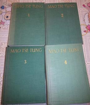孔网首现,非常珍贵的红色资料,罕见外文(波兰文)毛泽东选集,大32开精装本,4本一套,几乎全新,50年代出版;初版品好少见