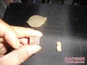 民国白铜桃叶盒狮钮铜印章、寿山石一对