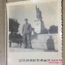 原版老照片`五角星军帽军人`辽沈战役纪念塔1975年`5.8*7