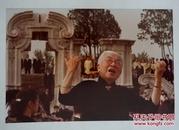 """著名京韵大鼓表演艺术家  骆玉笙(艺名小彩舞,1914-2002) 在圆明园表演《四世同堂》主题曲""""重振山河待后生""""原版照片一件(20*30cm)"""