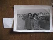 老照片:七十年代照片(背景是老轿车)