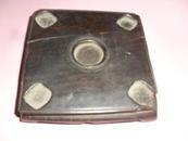 紫檀香炉底座一个,残缺一个腿,有裂,12*12*3厘米