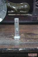 老手电筒,牌子是英文,品相如图,带挂钩。可正常使用!