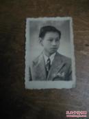 照片:五六十年代少年穿西装照片一张