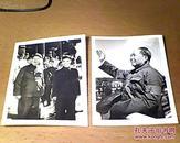 【文革老照片】《毛泽东和林彪在城楼上合影》和《毛主席在天安门上挥手照片》2张合售