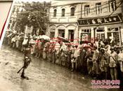 012华东画报社记者 姜维朴 摄影作品照片题字:俘虏奉命集中高等美术