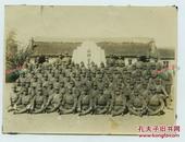 1940年侵华日军在东北满洲大连水师营会见所合影老照片一张,15.1X11.2厘米