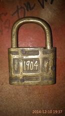 清代铜机械锁上刻有1904