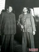 《毛泽东和周恩来》1960年在庐山、纪念毛泽东同志诞辰100周年、 精美精印高档毛泽东艺术图片、老照片黑白印刷1993年9月、一版一印、吕厚民摄影作品