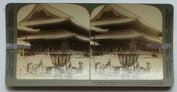 清末民国时期立体照片------清代日本京都东本愿寺大殿, 东本愿寺为日本净土宗大谷派总本山。现存世界最大级木结构建筑物
