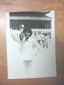 老照片:七十年代天安门照相服务部邮寄封 内附两张当时照片两张