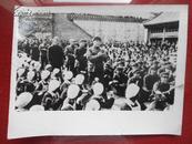 11100;文革老照片;汪东兴等中央领导参加节日群众文艺活动。