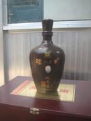 老酒瓶 泸州老窖概念酒头曲六年陈 750ml 52%vol 造型奇特中间有艺椭圆形椎体洞