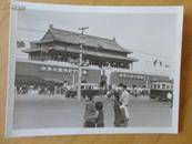 老照片 【建国初期天安门前跑有轨车】黑白