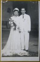 """老照片:美女结婚,婚纱照合影,""""真美""""照相馆钢印。"""