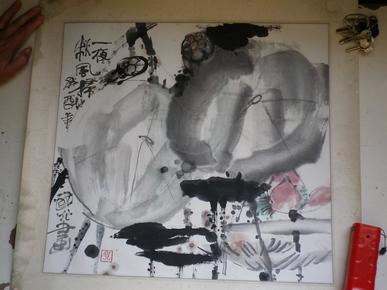 贺国光  画心 44x48公分  抽象水墨、写意人物,水墨元素搭配西方现代的表现手法,旅美画家