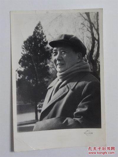 毛主席照片背面有1968年11月13日赠送军代表的赠言