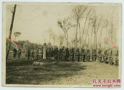 民国侵华日军福见部队被中国军队消灭后,日军在其阵亡地举行纪念仪式悼念战友。根据历史记载,福见部队主要在中国北方一带活动。15.3X10.9厘米