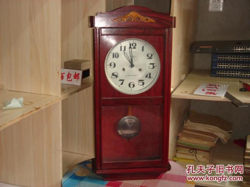 老式钟:白山 十五天 老式实木机械挂钟,钟摆等都有,正常走时,保存的很好
