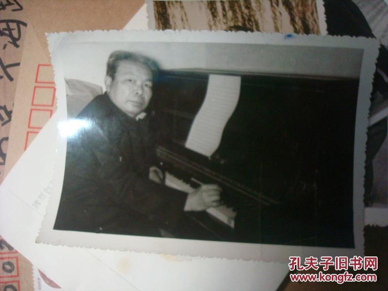 1981年著名的儿童音乐作曲家宋军--工作照片-1张--鹤山县-赠潘振声