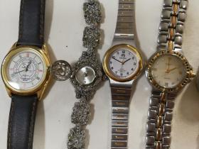 二手手表39块。原装带盒两块,缺表带一块。具体如图。