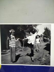 15沂蒙山区孤儿调查原创黑白照。大尺寸。作者。中国摄影协会会员。王守卫