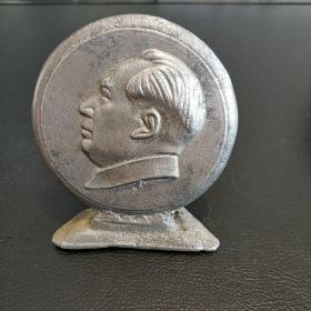 毛泽东像摆件背面1967一1968援越抗美小摆件