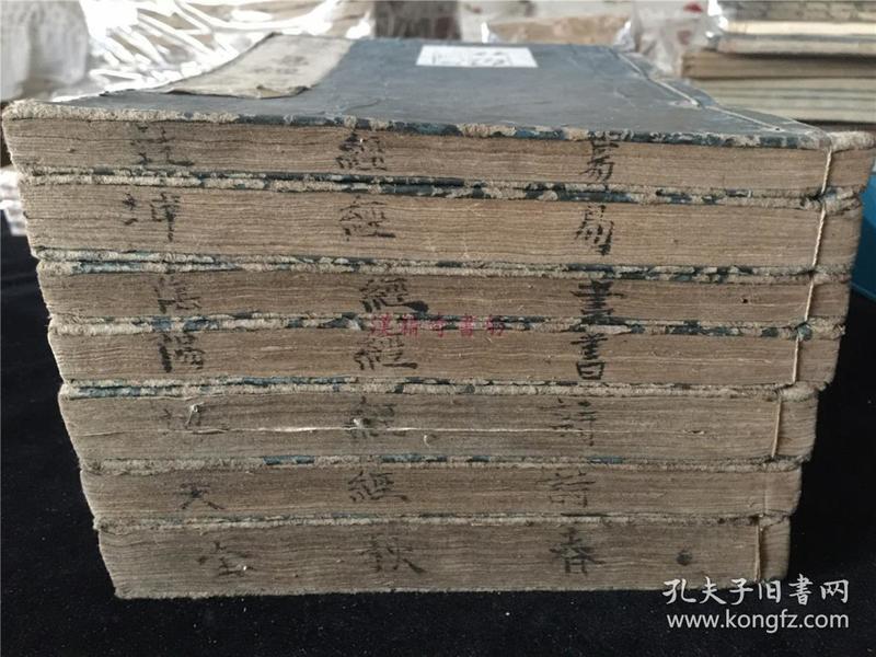 明崇禎元年和刻本《易經》《書經》《詩經》《春秋》共7冊。大字寫刻體 天頭刊刻音釋,似翻明嘉靖時本。五經占四,寬永五年(1628年刊)容膝亭刊