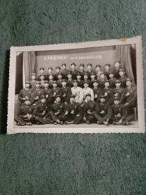 文革原版相片 照片 毛主席挥手我前进(手捧红宝书戴毛主席像章的战士 欢迎老战友 于或王连墉)【箱】