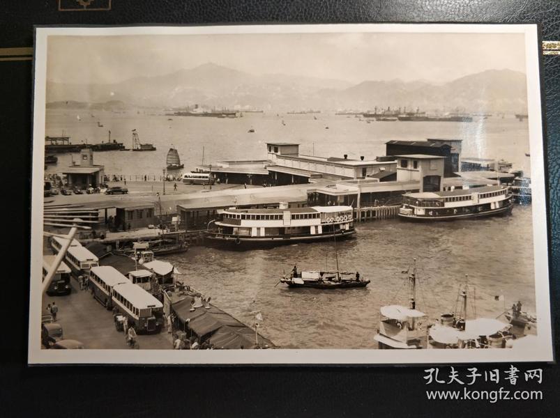 民国香港金钟统一码头中巴单层巴士和小轮中国邮报(China Mail)老照片一张
