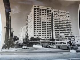 香港六十年代九龙尖沙咀半岛酒店附近弥敦道大幅新闻照一张
