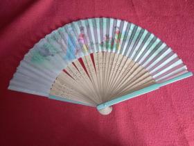 竹骨丝绸扇(80年代早期)扇面是古代美女抚琴