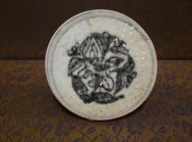古玩文玩收藏类:明 青花花卉纹老瓷片(已打磨好 可做杯托) 直径8.2cm左右 厚2cm左右 实物图片 买家自鉴 QH-0013