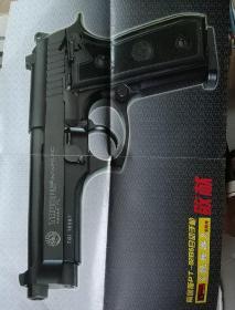 陶鲁斯PT--92B5自动手枪挂图