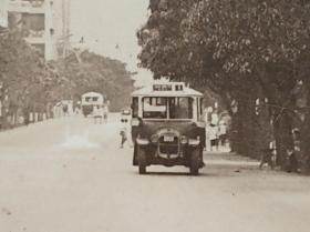 民國香港九龍彌敦道第一代九龍或中華巴士公司汽車老照片一張