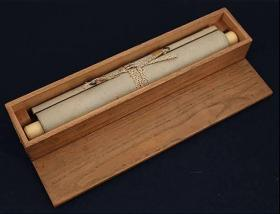 【墨笔真迹】亲鸾圣人 (1173-1263年) 二首歌切   本纸13.3x12.3cm  挂轴 象牙轴头 原木盒装  书法精彩