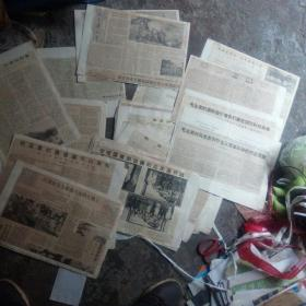 早期老剪报一堆。都是70年代的。好多关于毛主席的,来自人民日报,解放军报等。好几个厘米厚好几斤重
