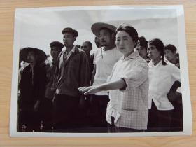 超大尺寸:1976年 辽宁朝阳农学院毕业生苏景华,带领贫下中农批斗阶级敌人