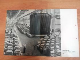 五十年代宣传单张画页:沈阳变压器厂的一个车间(中英俄文对照说明)两侧有装订孔 如图
