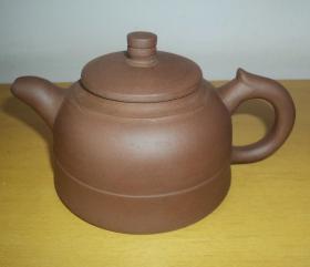 五六十年代手工制作紫砂壶、品好完整。