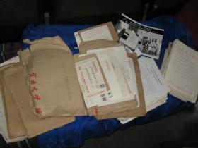 云南大学校友总会(公文、往来信函、简历、照片一批,大概400份左右)