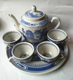 解放前后时期景德镇青花瓷茶具一套 (MADE IN CHINA款)