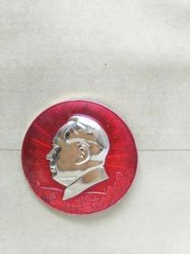 毛主席像章,保真。4.5CM。反面毛主席万岁,.正面井冈山图案