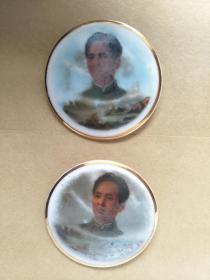 毛主席瓷像章,。4CM。共2枚,反面山东省淄博瓷厂革命委员会敬制